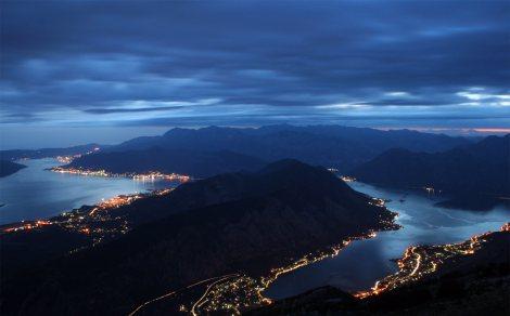 Nádherná Boka Kotorská v noci (pro zvětšení klikněte)